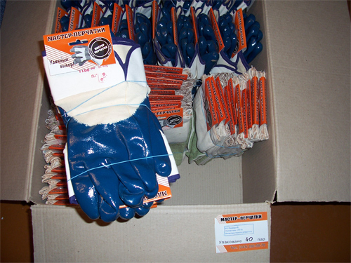 Коробка с перчатками